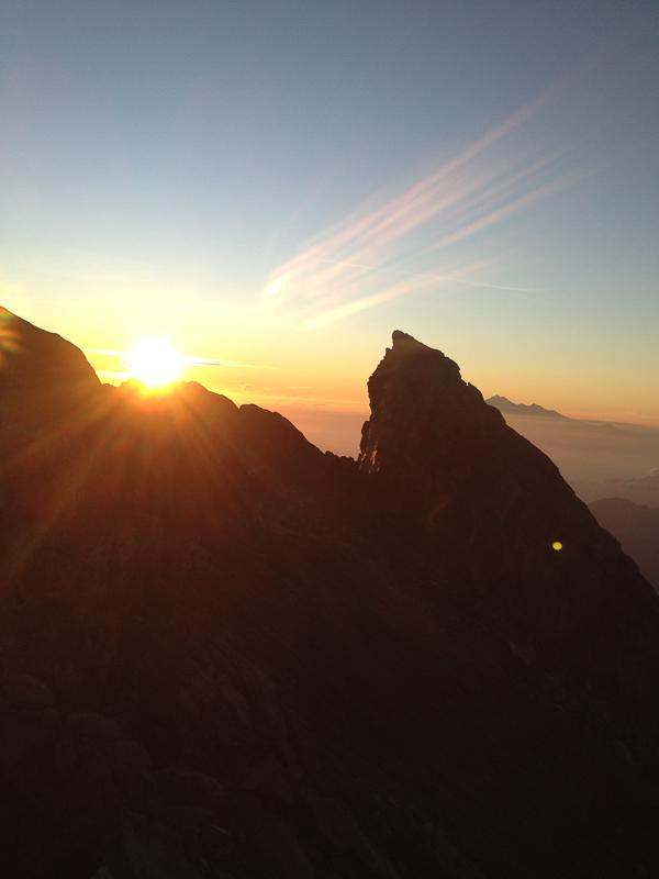 Рассвет на вершине вулкана